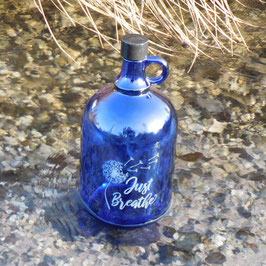 Henkelflasche mit Pusteblume