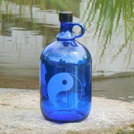 Henkelflasche mit Yin & Yang