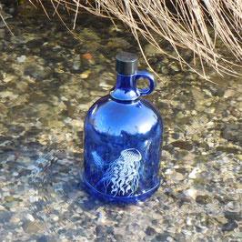 Henkelflasche mit Qualle