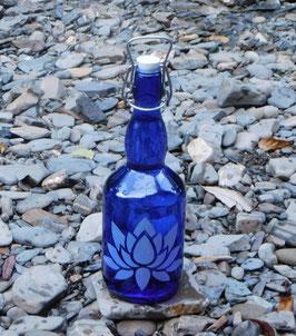 Bügelflasche mit Lotus