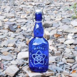Bügelflasche mit Blume der Liebe