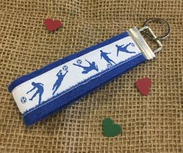 """Schlüsselanhänger """"Fußball blau auf blauem Filz"""""""