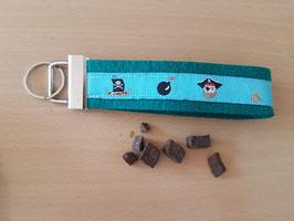 """Schlüsselanhänger """"Piraten hellblau auf grünem Filz"""""""