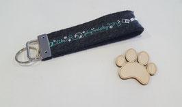 Schlüsselanhänger (Grauer Filz, mit Totenköpfen und türkisenes Handy mit türkisener Schrift)