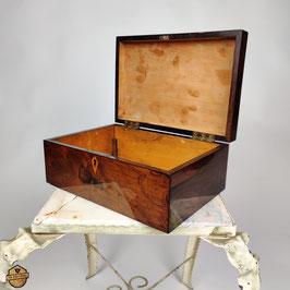 Biedermeier Schatulle aus Rosenholz und Ahorn 1825 restauriert Schellack poliert