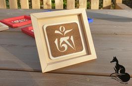 OM - Tibetisches Mantra Silbe in feiner Holzgravur im Karton-Rahmen - Größe  11x11x1 cm