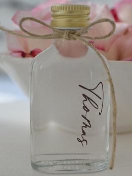 Flasche / Schnapsflasche / Flachmann Gastgeschenk mit Name personalisiert