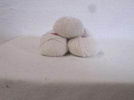 Pelotes de laine couleurs naturelles, choix de nombreuses couleurs possibilités