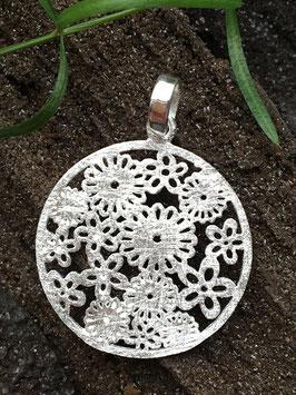 Anhänger 'Blümchen Medallion' aus 925 Silber AHS 002