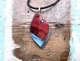 Kette blattförmig rot mit blauem Eck
