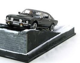 Aston Martin V8 Vantage Serie V 1985-1989 grau met. James Bond 007 Edition