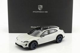Porsche Mission-E-Cross Turismo hellgrau / schwarz Auto Salon Genf 2018