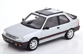 Peugeot 309 GTI Phase I 1986-1989 silber met. / schwarz / rot