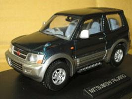 Mitsubishi Pajero V60 3-Türer 2000-2006 dunkelgrün met. / silber met.