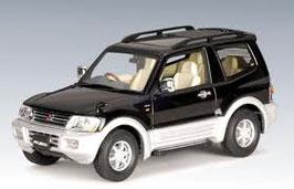 Mitsubishi Pajero SWB 3-Door 1999-2006 schwarz / silber met.