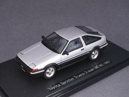 Toyota Sprinter Trueno AE86 1983-1987 silber met. / schwarz