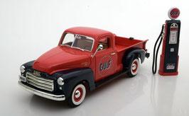 """GMC 150 Pick Up 1950 """"Gulf"""" rot / blau mit Zapfsäule"""