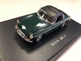 MG B Roadster MK II 1967-1972 dunkelgrün Softtop geschlossen schwarz