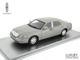 Lincoln Town Car 2011 silvergrey met.