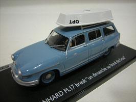 Panhard PL17 Break 1959-1967 blau mit Boot auf dem Dach