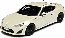 Toyota 86 Racing 2016 Satin white pearl