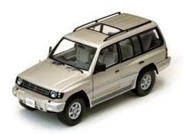 Mitsubishi Pajero LWB 3.5 V6 1998 beige met. / silber met.