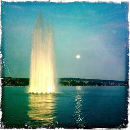 Fontaine bei Vollmond, Zürich