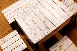 Shabby Sitzgelegenheit im SBB Rahmen Stil