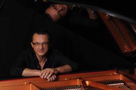 "ALTHEDA ""Schlaf""-Konzert              piano medicine  Joe Meixner"