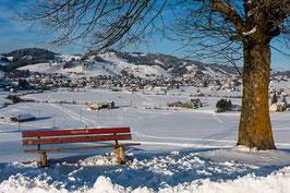 Gais im Winter mit Baum und Bank
