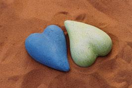 2 Herzen im Sand