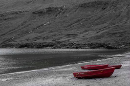 Drei rote Boote - Färöer Inseln