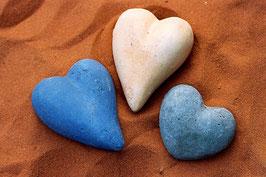 3 Herzen im Sand