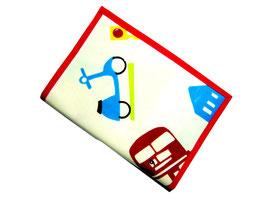 Protège carnet de santé en toile cirée vert et rouge