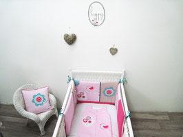 Tour de lit bébé rose et fushia thème oiseau et fleurs