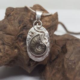 Anhänger mit Ammonit