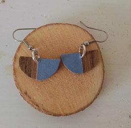 Boucles d'oreilles en bois : demi-sphères noyer/simili bleu