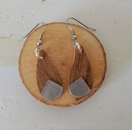 Boucles d'oreilles en bois : gouttes noyer/simili argent