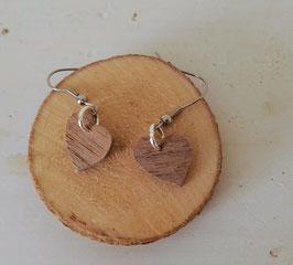 Boucles d'oreilles en bois:  coeurs en noyer