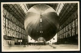 Luftschiff Graf Zeppelin in der Halle