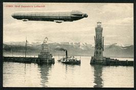 Luftschiff Graf Zeppelin über der Hafeneinfahrt