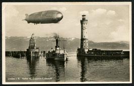 Luftschiff Graf Zeppelin über dem Hafen Lindau