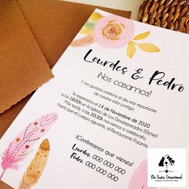 Invitacion plumas rosas sobre kraft