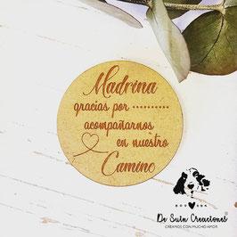 Imán redondo con dedicatoria a la madrina     Madrina gracias por acompañarnos en nuestro camino