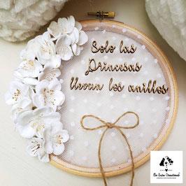 Bastidor topos blancos flor almendro blanca (solo las princesas llevan los anillos) 34