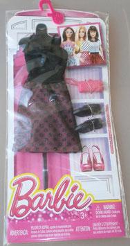 Barbie Sommerkleid mit Tupfen, schwarzen Schuhen und rosa Handtasche