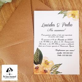 Invitación flor ocre sobre kraft