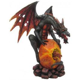 Le dragon sur l'oeuf