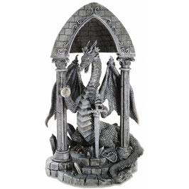 Le dragon sous voûte gothique