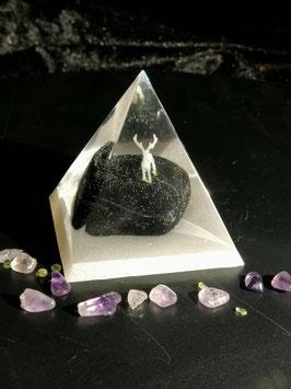 """Pyramide """"Hirsch"""" - Hirsch auf Stein, ca. 6x6cm"""